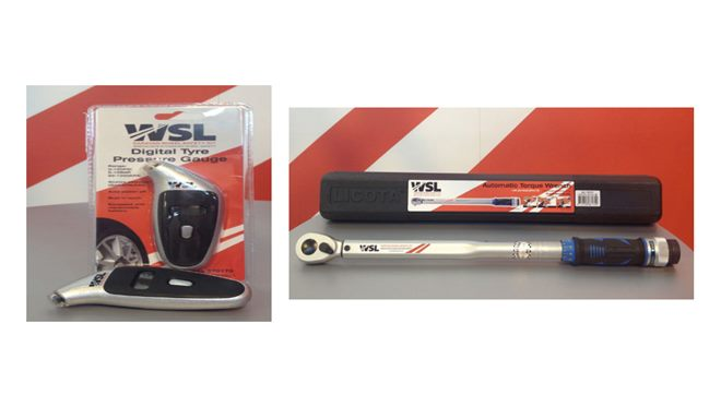 Wheel safety kit. Torque wrench, 19mm socket and digital tyre pressure gauge