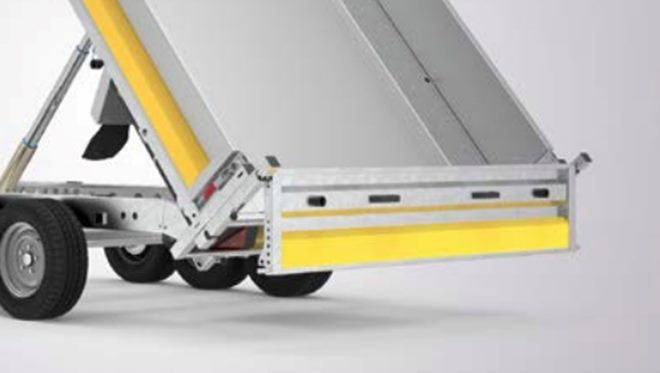1.90m wide Full width rear tailgate, top and bottom hinged with integral control lever