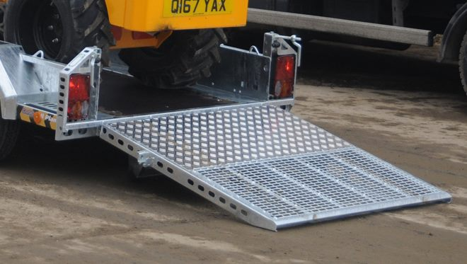 Full width, high mesh tail ramp with spring assistors