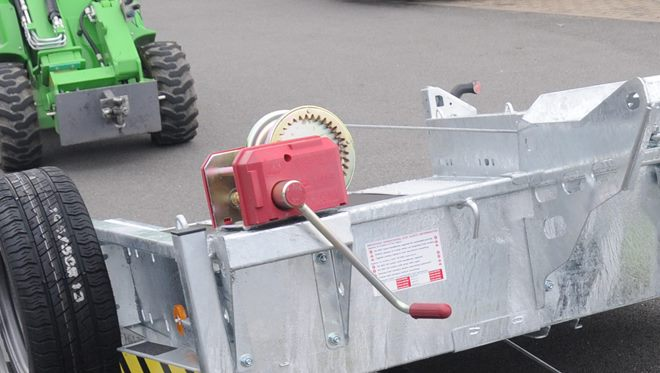 Manually operated winch with steel cable, auto braked operation with free spool and centre pulley guide